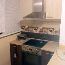 Ремонт на кухня с лепене на плочки и боядисване с латекс